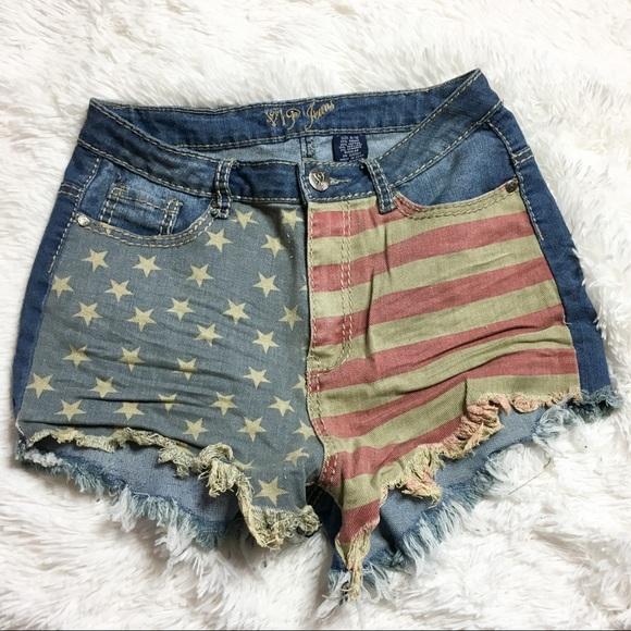 2d89f0fccd48 🇺🇸PATRIOTIC🇺🇸 American Flag Jean Shorts. M 5a9335bbc9fcdf10b4b1165e